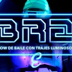 espectaculo de baile con trajes luminosos