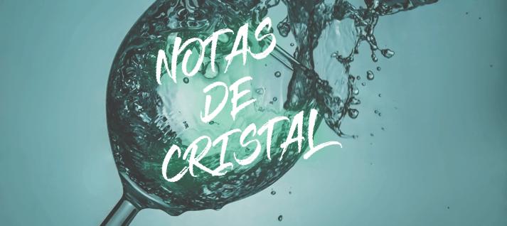 notas de cristal musica con copas de agua