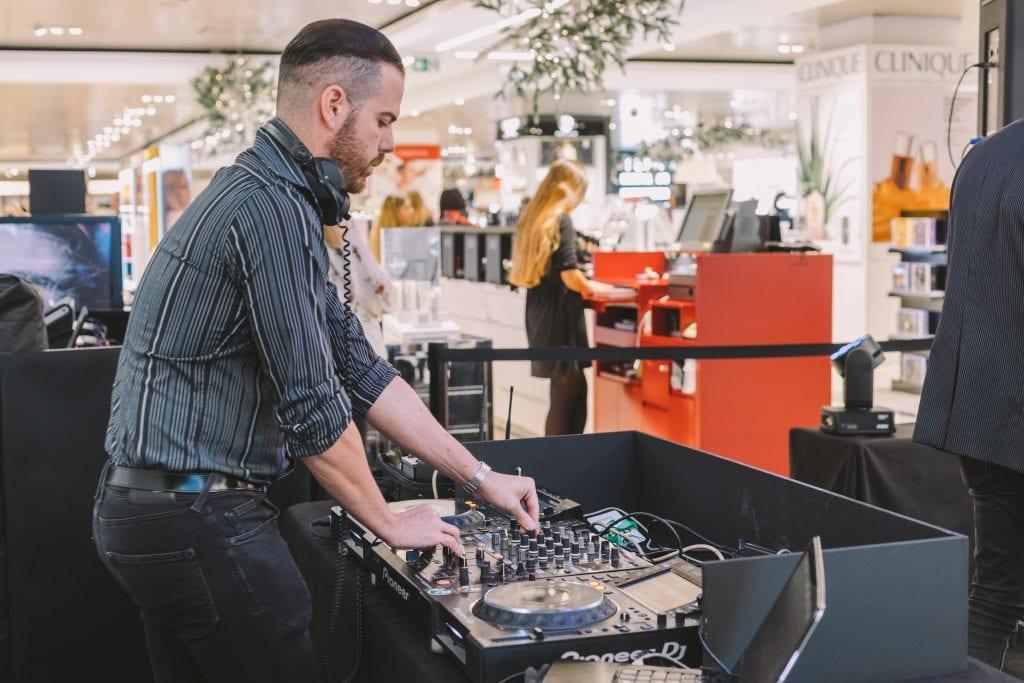 contratar DJ para eventos y fiestas